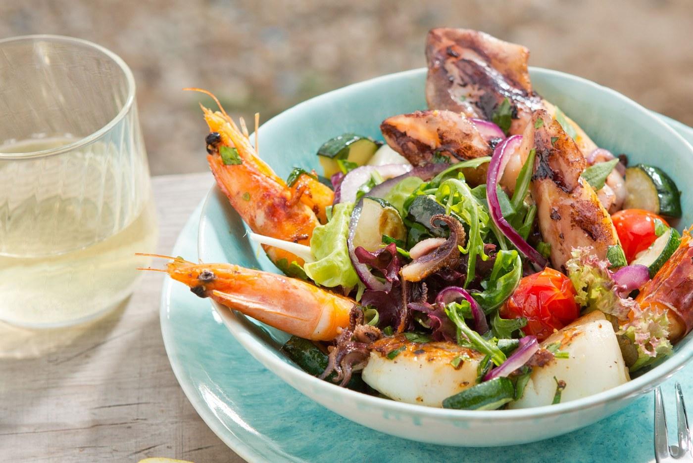 mediterraner salat mit meeresfr chten mio. Black Bedroom Furniture Sets. Home Design Ideas